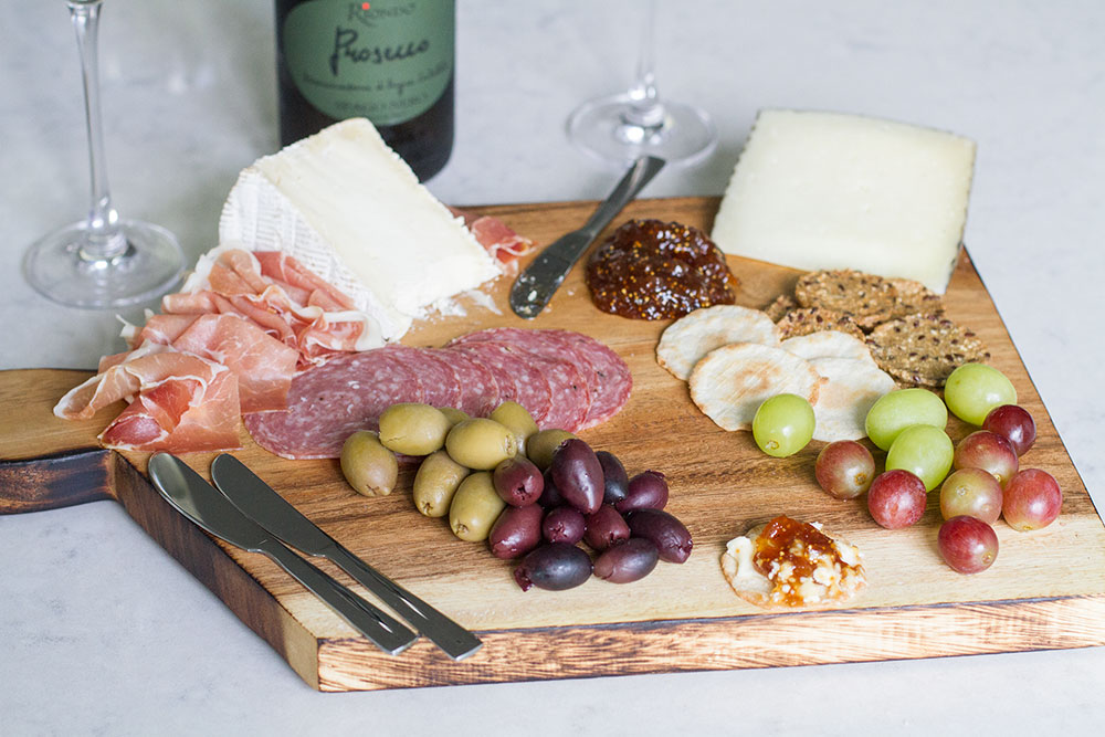 How to make your own charcuterie board