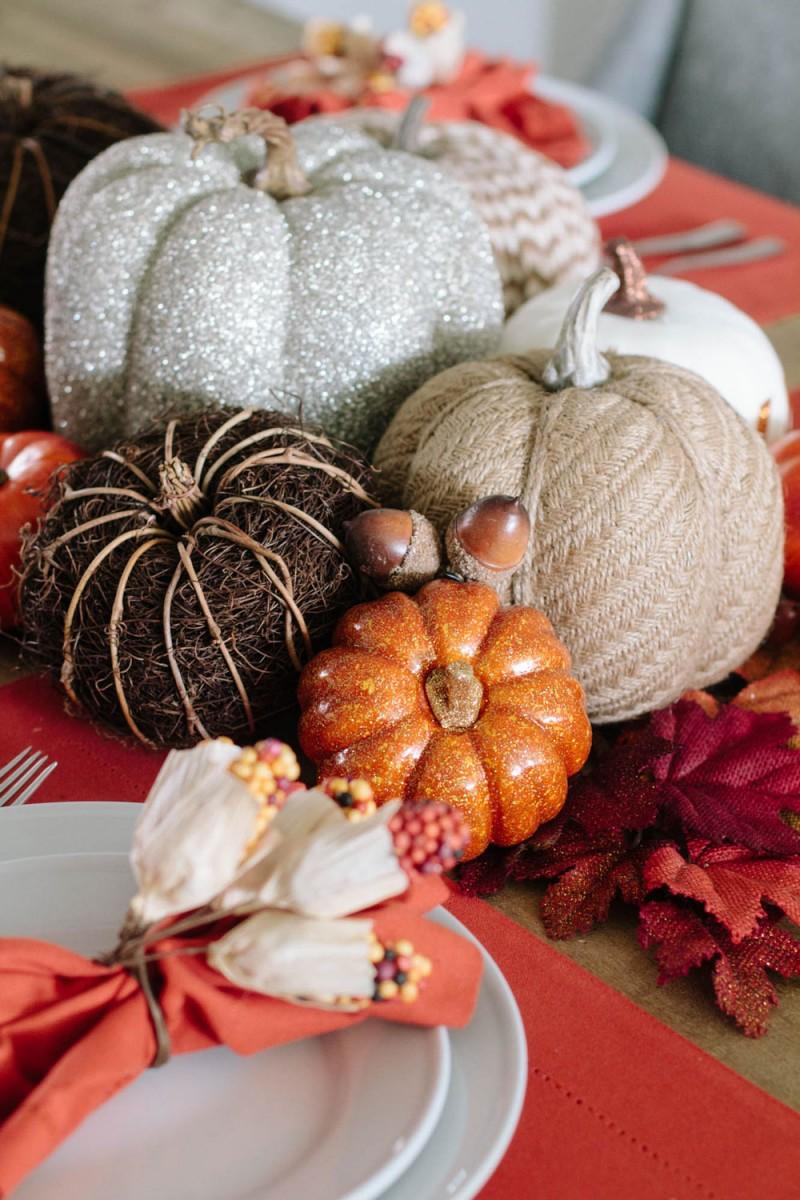 Thanksgivin pumpkin table decor